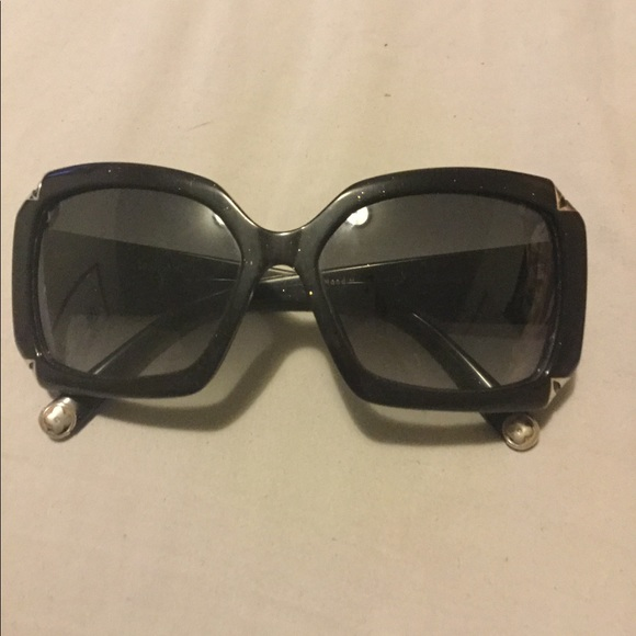 1b979eff319 Louis Vuitton Accessories - Louis Vuitton oversized sunglasses